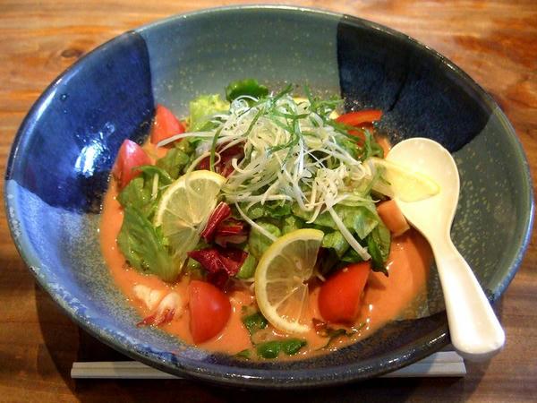 サラダ仕立てのトマトスープ麺 892円
