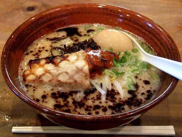 黒風(カタ麺) 787円 + 半熟煮玉子 105円