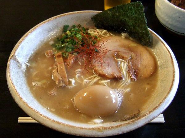 豚そば(細麺) 750円 + 味玉 100円