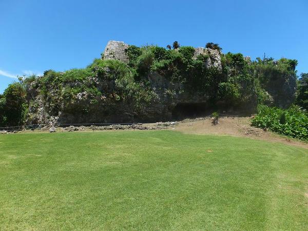 南の郭の城壁とカンジャーガマ(鍛冶屋跡)