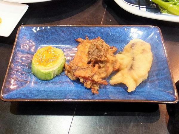 ナーベラー(ヘチマ)と、スヌイ(もずく)・魚の天ぷら