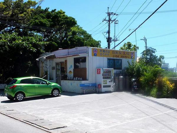 昼食をいただいた沖縄そば店