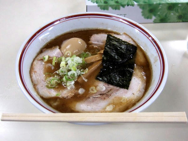 つるやらー麺 900円