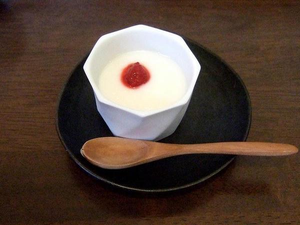 餃子5個セットの杏仁豆腐