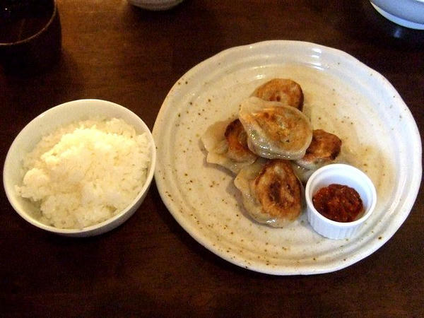 餃子5個セットの餃子(焼き)とライス