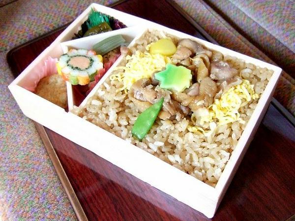 鶏めし弁当 850円