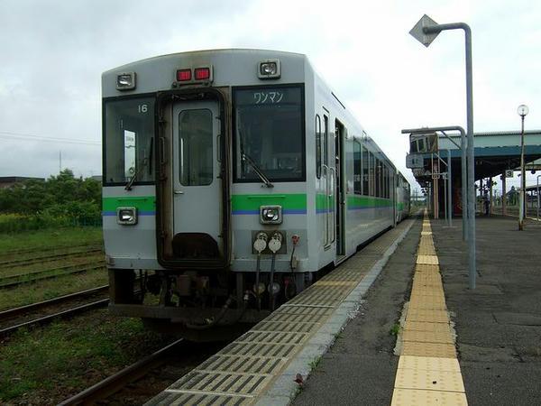 長万部駅で出発を待つ小樽行き普通列車