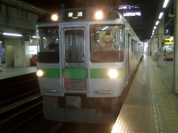 札幌駅に停車中の普通列車