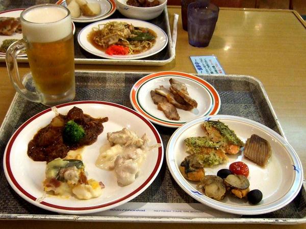 夕食バイキング 1,800円 と 生ビール 400円(夏休み特別価格・通常は500円)