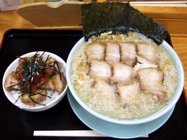 こってり系ネギチャーシュー麺 980円 と 焼豚(チャーシュー)丼(小) 350円