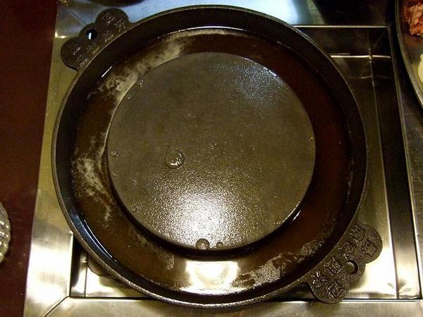 独特の形状の鍋