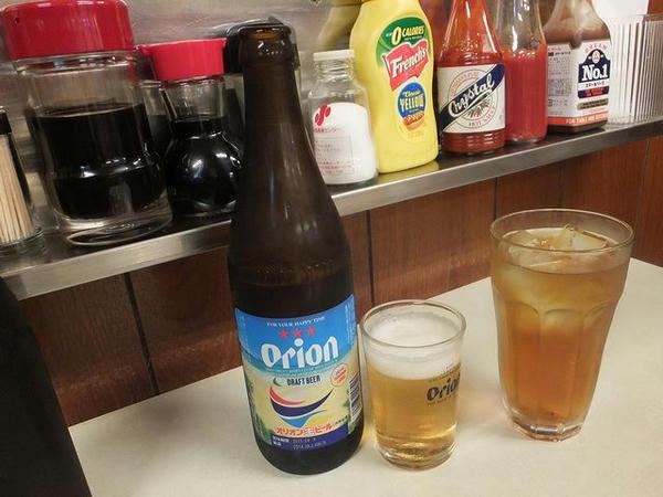 オリオンビール(中ビン) 450円 と ウーロン茶 250円