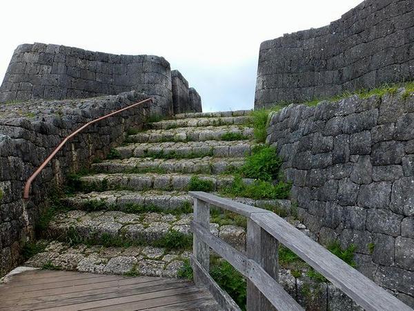 三の郭入口の門跡