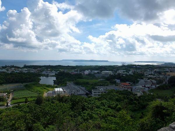 一の郭からの眺め(平安座島方面)