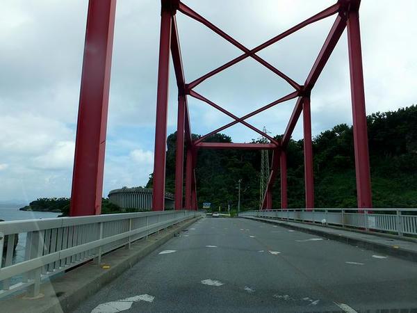 伊計大橋を渡って伊計島へ