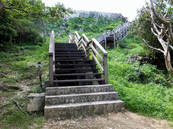 主郭へと続く階段