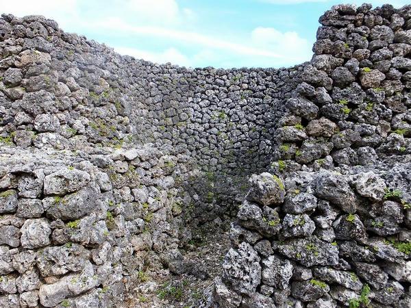 石積内側の意味有りげな形状の箇所