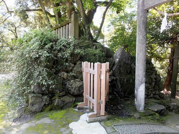 本丸を取り囲む石垣