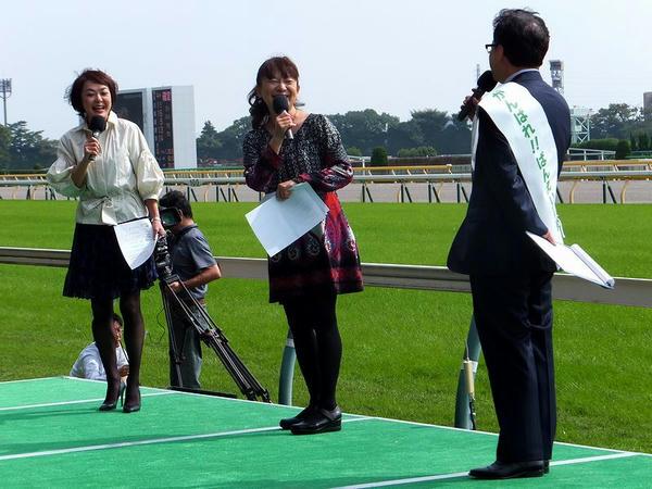 トークショー中の目黒さん、荘司さん、矢野アナ