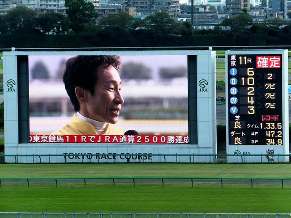 いちょうステークスでJRA2500勝を達成した横山典弘騎手