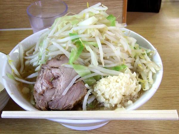 大ラーメン(ニンニク) 750円 + 生たまご 50円