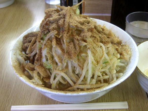 小ラーメン豚入り(ニンニク・アブラ) 800円 + カツオくん 150円 + 生たまご 50円