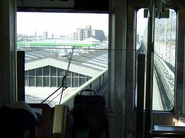 大宮を出てほどなく、新幹線の高架に沿う