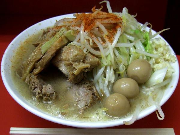 豚増しラーメン 750円(ニンニク・トウガラシ) + 味付けウズラ 100円