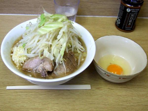 小ラーメン(ニンニク) 650円 + 生たまご 50円