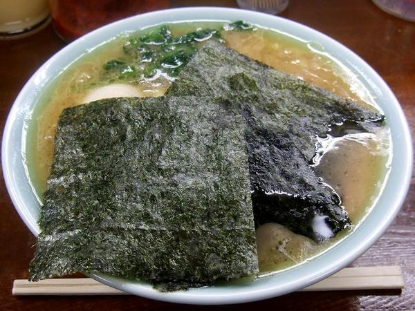 ラーメン 660円 + 味付タマゴ 100円