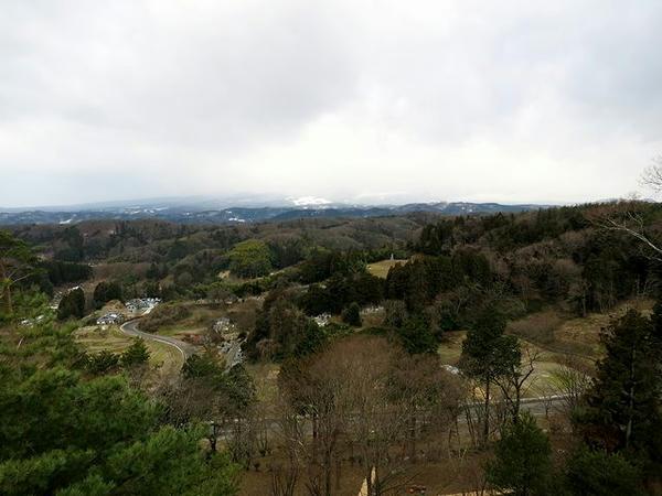 天守台から安達太良山方向を望む