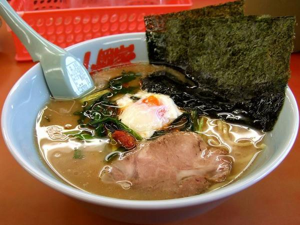 ピリ辛!ニラ玉スタミナラーメン(味普通・麺普通・脂普通)  780円 ※写真は海苔をどかしたところ