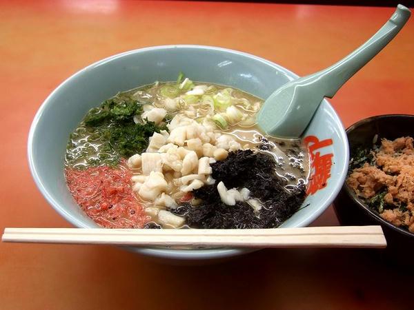 海Bセット【海とんこつ+鮭フレーク丼】(味普通) 940円