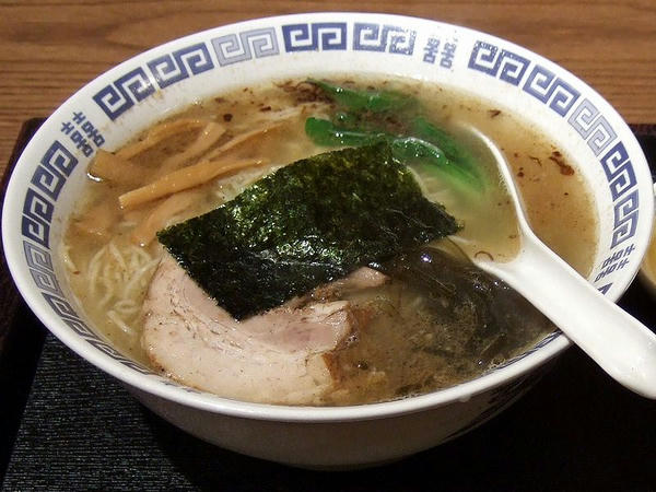 ラーメン(塩・細麺) + 半チャーハン 1,000円 のラーメン