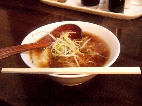 半蒸し餃子 180円 + ミニ麺セット 400円 のミニ麺
