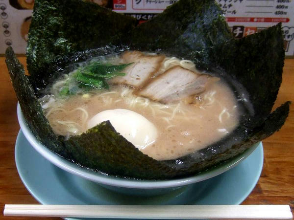 のり玉子ラーメン(細麺、味の濃さ・麺の固さ・油の量全て普通) 800円
