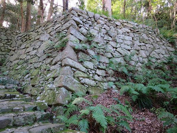 井戸丸付近の石垣