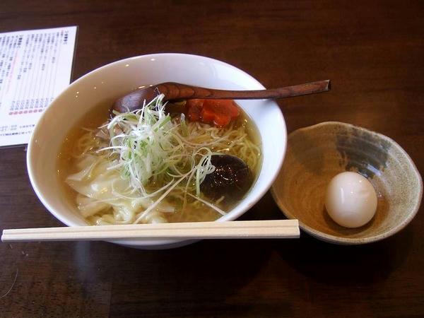 あっさり塩ラーメン(細麺) 560円 + 半熟とろ玉 120円