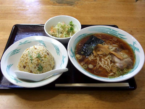 Aセット(手打ちラーメン・炒飯・さらだ) 850円