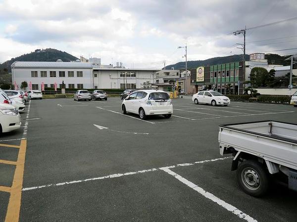 市民会館駐車場