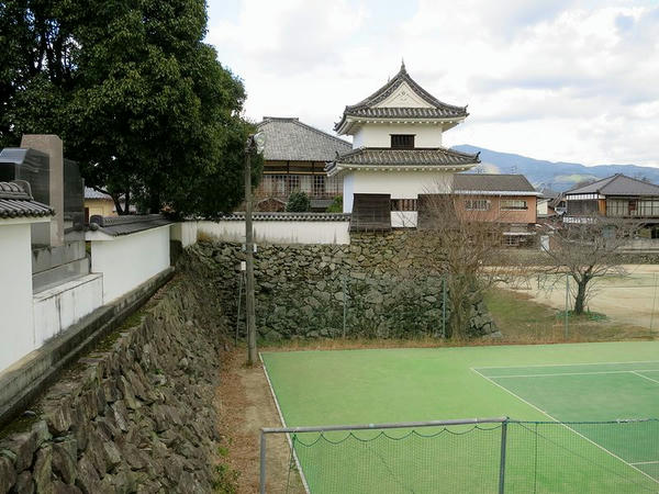 外堀跡と南隅櫓