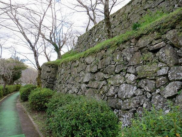 帯曲輪の石垣