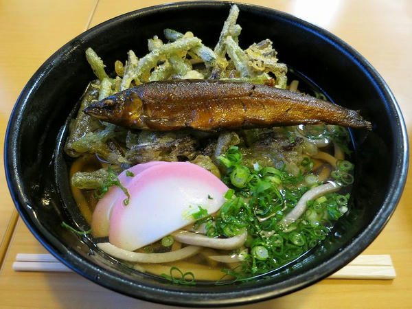 祖谷そば(若鮎・山菜) 660円