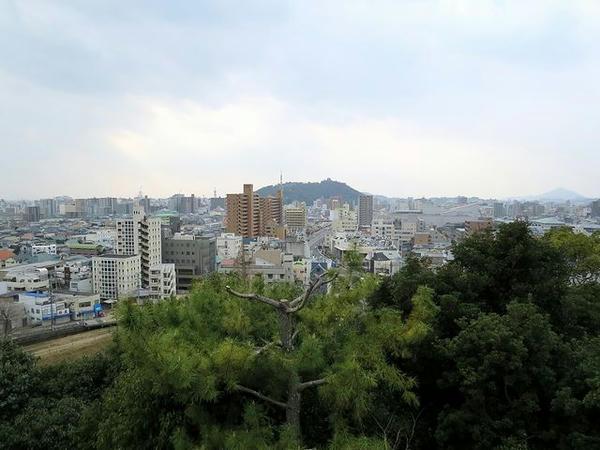 展望台から松山城方向の眺め