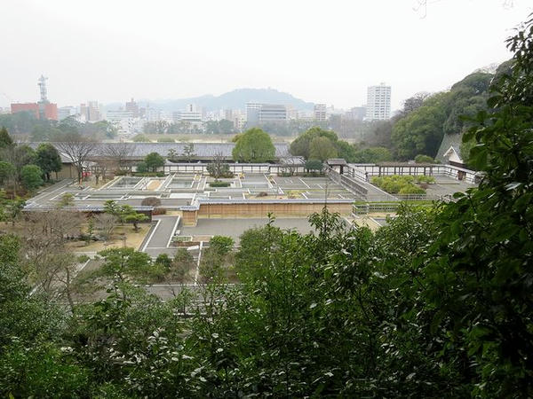 勝山亭付近から見た二ノ丸庭園