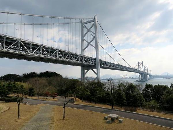 与島PAから見た瀬戸大橋