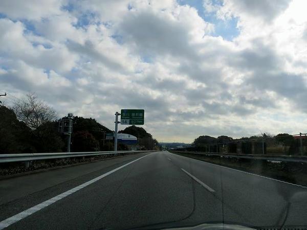 再び東名高速を走行
