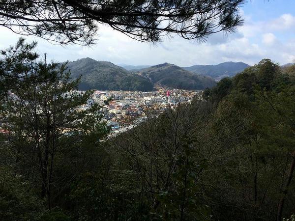 旧本城から見た旧吉田町市街地