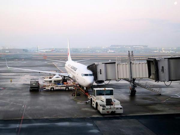 出発を待つJAL1601便