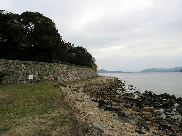 萩城石垣と日本海